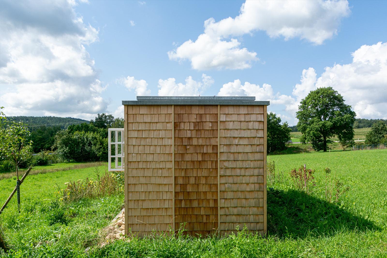 Freibewitterungsstand mit Raum für Bienen Architektur Schönberger